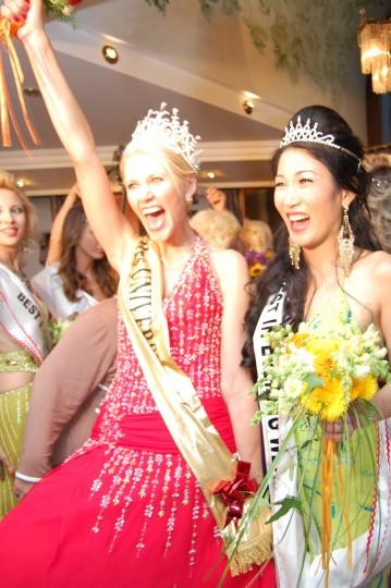 Victory SHOUT from Mrs Universe 2009 Vaida Ragenaite and 2nd Runner-Up Camilla Kim Galvez!