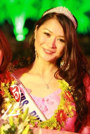 Daisy Reyes at the Mrs. World 2009 in Vietnam!