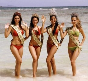 Miss Earth 2009 winners on the shores of Boracay (L-R): Miss Earth Fire Alejandra Echevarria of Spain, Miss Earth Air Sandra Seifert of the Philippines, Miss Earth 2009 Larissa Ramos of Brazil, and Miss Earth Water Jessica Barboza of Venezuela
