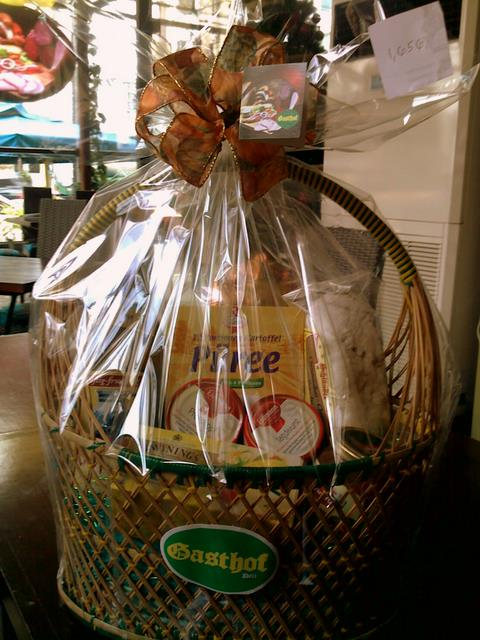 Gasthof Christmas Basket - P1,656