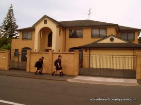 A house in Aukland with students walking home...
