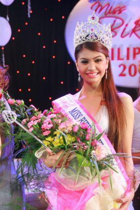 Princess Angela Abella recieves the award of 'Ms Charming' at the Ms Bikini International 2010!!!