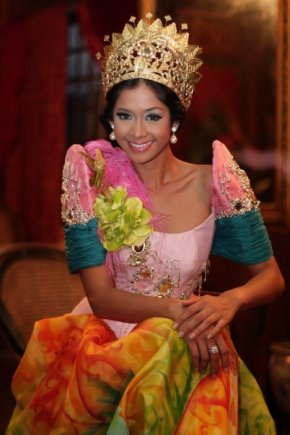 Miss Earth Water 2008 Michelle Oblea will be leaving her crown behind...