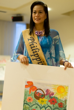 Mrs Philippines 2010 Maria Muriel (Lala) Moral displays a child's artwork