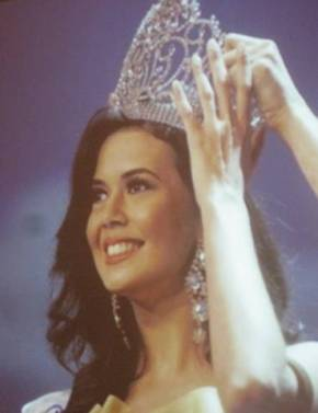 Melody Gerbach crowned Bb. Pilipinas International 2009!