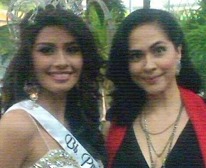 Miss Universe 2011 3rd Runner-up Shamcey Supsup with ABQ blog author Joyce Burton Titular