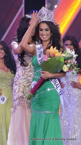 Nicole Schmitz' crowning moment as Bb. Pilipinas International 2012