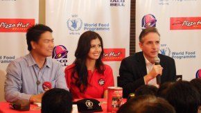 Miss Universe 2011 3rd Runner-up Shamcey Supsup with Pizza Hut Marketing OIC Raymund Nobleza (left) and UN World Food Program Phils Country Director Stephen Anderson (right)
