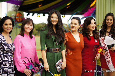 5) Miss World Wenxia Yu (in green) arrived with Miss World founder Julia Morley (pink), Miss World Philippines Directress Cory Quirino (red) and Miss World Philippines 2012 Queenie Rehman