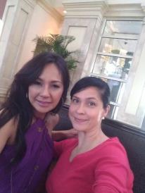 Cita Capuyon (left) the 1983 Bb. Pilipinas Universe with the blogging beauty queen...