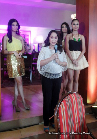 Our 1st-ever Miss Universe Gloria Diaz speaks to the beauty queen crowd. Behind her are Shamcey Supsup (left), Janine Tugonon and Venus Raj (right).