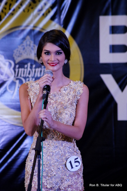 Pia Wurtzbach mesmerizes with her eyes as she sang to the audience at the Bb. Pilipinas Talent Show 2013!