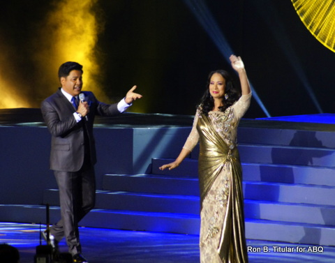 And the first Queen to rule them all! Gloria Diaz!!! Being serenaded by Martin Nievera...