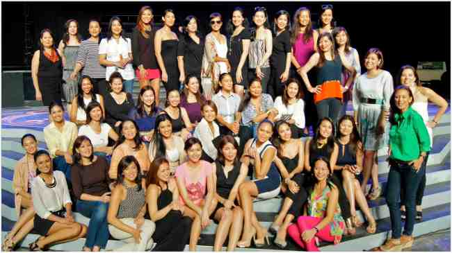 Beauty Queens at the Bb. Pilipinas 2013 rehearsals for the Queens' Parade!