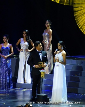 Winning candidate Ariella Arida  with host Martin Nievera in the Q&A portion of Bb. Pilipinas 2013.