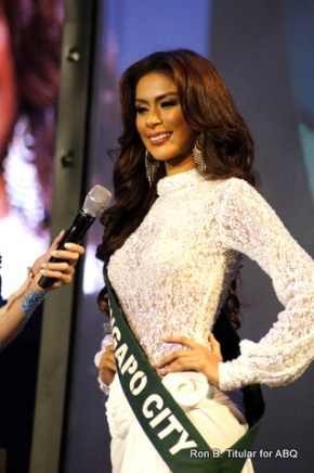 Angelee Claudett delos Reyes answers her questions at Miss Philippines Earth 2013. Good job grrrl!