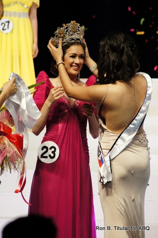 Brand-new queen Aiyana Mickiewicz being crowned by last year's Miss Tourism World Philippines, Meryl Angeline King...