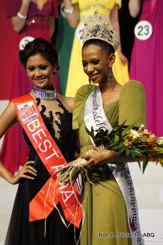 Elle Hollman (in Ochre) wins Model fo the World Philippines 2013. Joy Gangan (in black) is the outgoing queen...