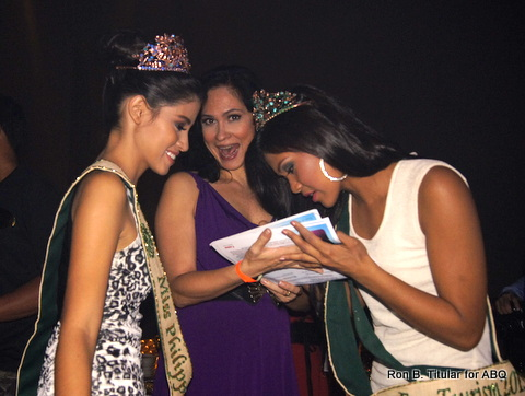 The 2 girls sign their first autograph as Miss Philippines Earth elemental winners!