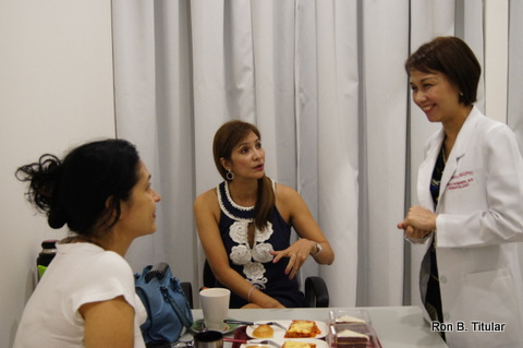 Dr. Shae is busy answering all our questions. Her business partner Jane Umali (former Mutya ng Pilipinas queen) is the lovely lady in the middle.
