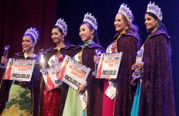 Steph Malibiran is 2nd from the right.
