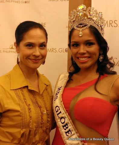 The blogging beauty queen Joyce Burton Titular with Mrs Globe 2013 Sheryl Lynn Baas