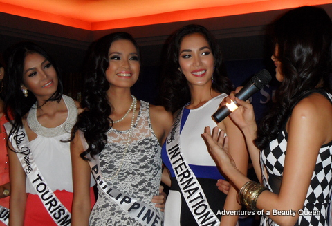 7) Bb. Pil Univ. Ara Arida (right) gives a message to Mutya Datul (2nd fr left). Bb. Pil Tourism Cindy Miranda (left) & Bb. Pilipinas Int'l Bea Santiago look on..