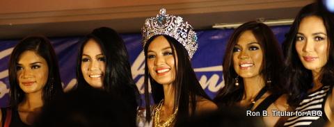 Miss Supranational 2013 Mutya Johanna Datul (middle) with her Bb. Pilipinas Gold batch co-winners - L-R Pia Wurtzbach (1st RU), Cindy Mirana (Tourism), Mutya, Ara Arida (Universe) and Bea Santiago (International)