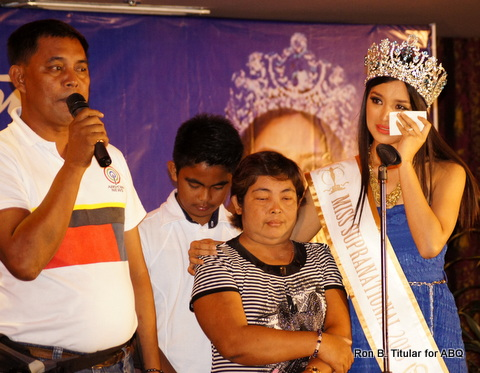 Mutya Datul with her family...