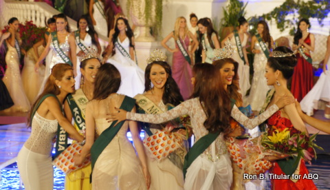 After hugging the winner Miss Venezuela, Angelee Claudett delos Reyes congratulated all the elemental winners. She's in white with her hands spread out...