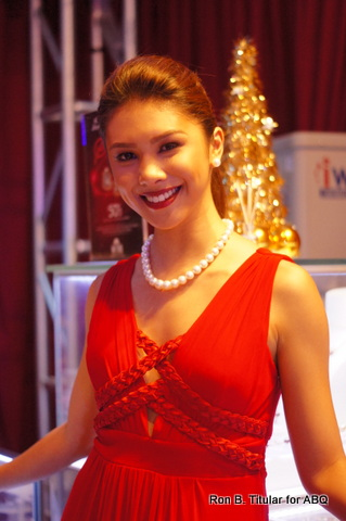 Another gorgeous beauty queen!  Mutya ng Pilipinas Tourism Angeli Dione Gomez is decked out in South Sea pearls by Metro Jewelry!