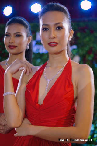 Does this beauty wearing a lovely set from Metro Jewelry look familiar? It's Hannah Ruth Sison who competed in Bb. Pilipinas Gold 2013!