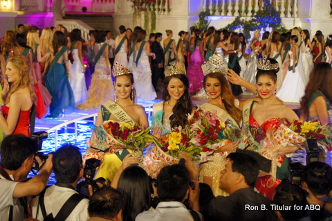 The memeber of the press rush up to the winners as soon as they form their winners' tableau. L-R Korea's Catharina Choi (Fire), Austria's Katia Wagner (Air), Venezuela's Alyz Henrich (Miss Earth 2013 winner) and Thailand's Punika Kuntornrat (Water)