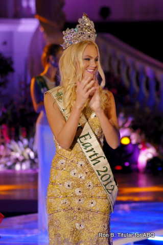 Miss Earth 2012 Tereza Fajksova says her goodbyes to all her supporters... although she is no longer the reigning queen of the Earth, she remains quee