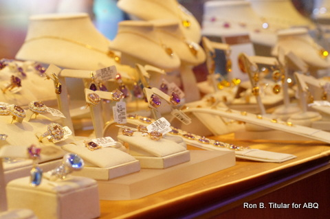 These colorful precious stones would make a perfect Chrismas gift. I particularly like rubies, opals and topaz stones.
