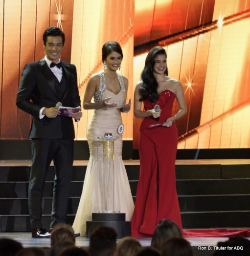Pia Wurtzbach flanked by hosts Xian LIm and Anne Curtis during the Q&A. Pia gave a really good answer in Pilipino so it was hard to fathom how she could have lost...