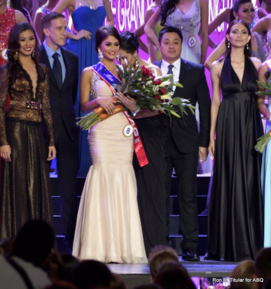 Pia Wurtzbach won 2 special awards - from Jag and PAL - leading fans to believe that she'd win a crown...
