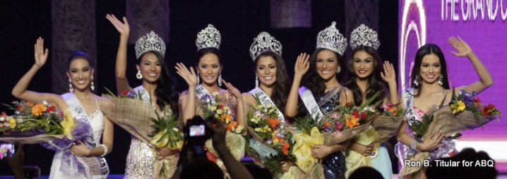 The Queens of Bb. Pilipinas 2014 wave at the crowd of well-wishers