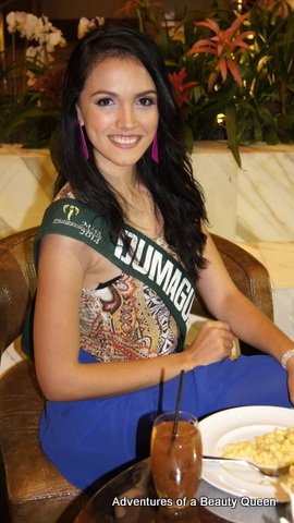 A head-turner! Dumaguete's Kimberly Covert!