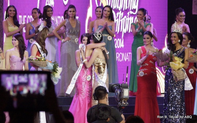 MJ Lastimosa gets her first hug from Ariella Arida, our Miss Philippines Universe 2013 who placed 3rd Runner up in Miss Universe...
