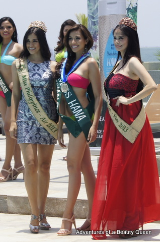 Bianca Paz of Gapan (middle) recieves her SILVER Darling of the Press medal from Miss Philippines Earth Air 2013 Nancy Leonard (left) and MPE Fire 2013 Athina Chia (right)