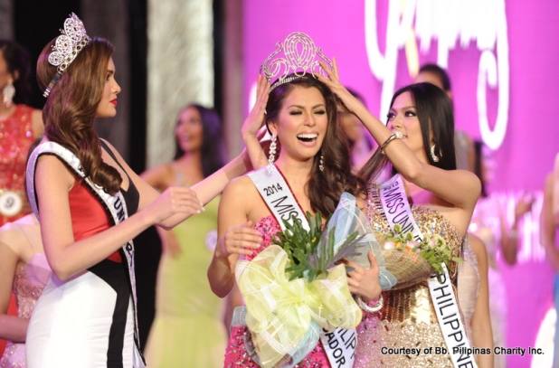 MJ Lastimosa full of joy as she is crowned after her third attempt at winning! Crowning her is last year's MUP Ariella Arida. On the left is reigning Miss Universe 2013 Gabriela Isler