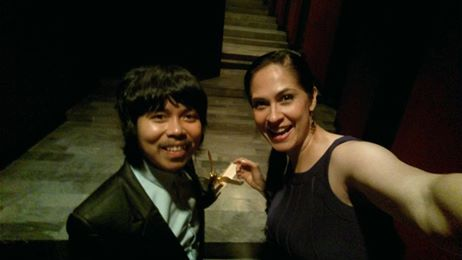 This is hilarious! I'm with Empoy who is my current ulimate favorite comedian! Saw him in the hallway of the Star Theater. He was nominate for Best Comedian but Ogie Alcasid won over him... The funny thing is that Empoy went up to get Ogie's award because Ogie was in the CR daw, aahahaha!
