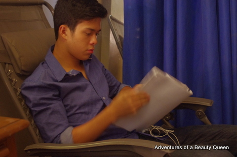 Elmo Magalona during his breaktime. Intently studying the script of #Y. It was quite obvious to me that he was taking this movie very seriously.