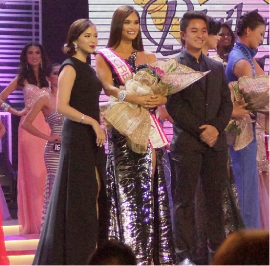 Pia Wurtzbach recieves Miss Creamsilk award in Bb. Pilipinas 2015