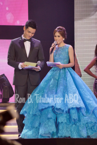 Bb. Pilipinas 2015 hosts Xian Lim and Toni Gonzaga in a gorgeous Cinderella blue Michael Cinco gown